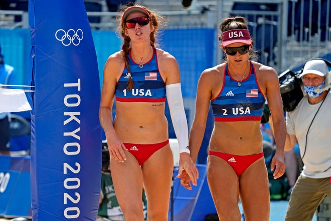 Kelly Claes, left, and Sarah Sponcil of Phoenix lost Sunday in the Olympic beach volleyball round of 16.
