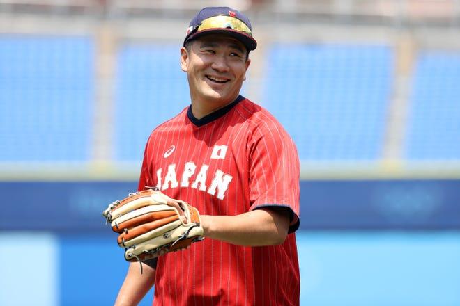 Masahiro Tanaka s'échauffe avant le match du Japon contre le Mexique lors du premier tour du tournoi olympique de baseball.