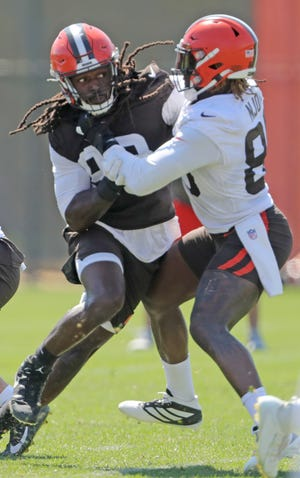 Browns defensive end Jadeveon Clowney, left, tangles with tight end David Njoky during practice on Monday, August 2, 2021 in Berea, Ohio. [Phil Masturzo/ Beacon Journal]