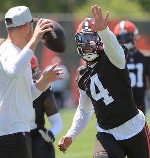 Browns linebacker Anthony Walker Jr. pressures the passer during drills on Monday, August 2, 2021 in Berea, Ohio, at CrossCountry Mortgage Campus. [Phil Masturzo/ Beacon Journal]