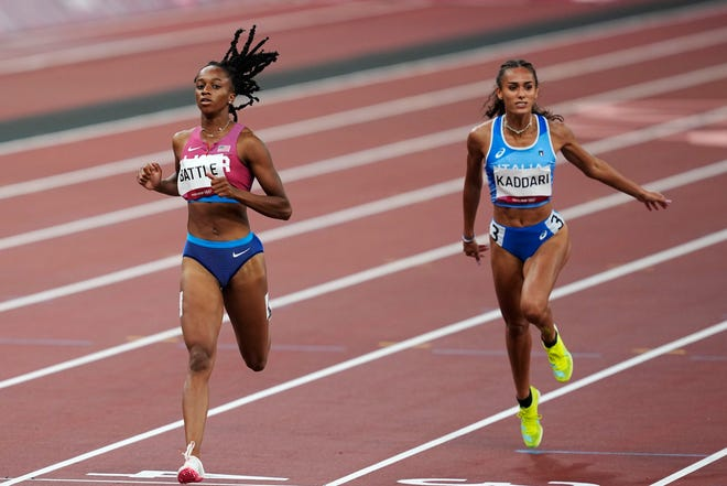 Anavia Battle, left, finished sixth in her heat in the semifinals of the 200-meter run on Monday.