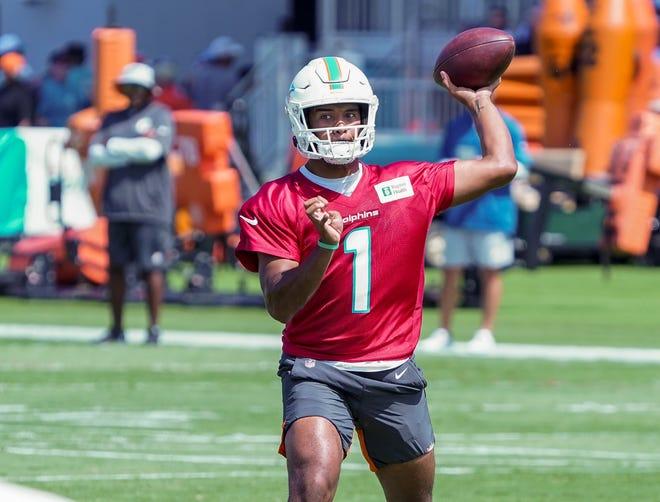 Quarterback Tua Tagovailoa (1) participates in passing drills at Miami Dolphins training camp, July 31, 2021.