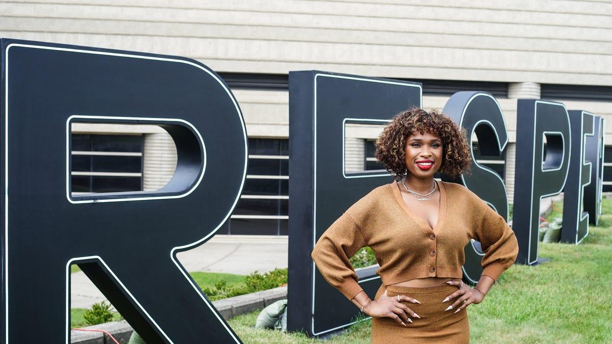 Jennifer Hudson tours Detroit, joins Aretha Franklin family for 'Respect' screening