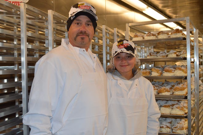 Father and daughter Shawn and Madison Gartmann of Muskego are working for the Original Cream Puffs at the 2021 Wisconsin State Fair.