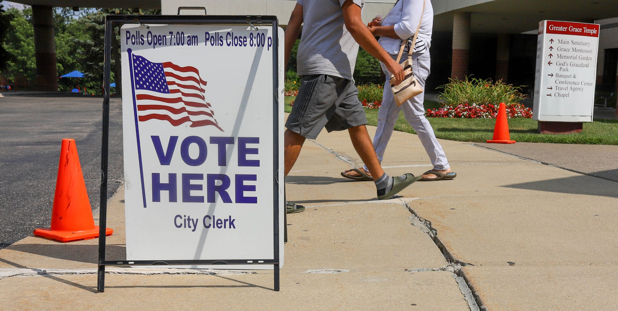 Primary polls open to good weather in metro Detroit, which may boost turnout