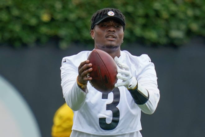 Pittsburgh Steelers quarterback Dwayne Haskins (3) during an NFL football practice, Thursday, July 22, 2021, in Pittsburgh. (AP Photo/Keith Srakocic)