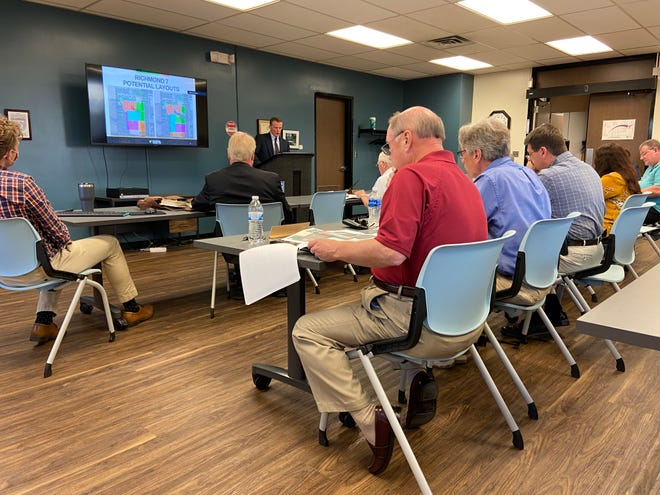 Jack Alvey, the chief operating officer of Indiana Municipal Power Agency, presents information Monday to Richmond Common Council members.