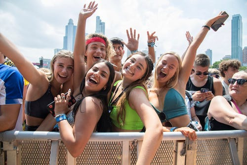 Lollapalooza a 'recipe for disaster,' experts warn. Should music festivals be canceled during COVID?