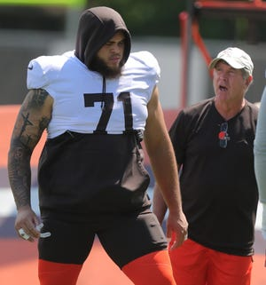 Browns left tackle Jedrick Wills Jr. talks with offensive line coach Bill Callahan on Tuesday, August 3, 2021 in Berea, Ohio. [Phil Masturzo/ Beacon Journal]