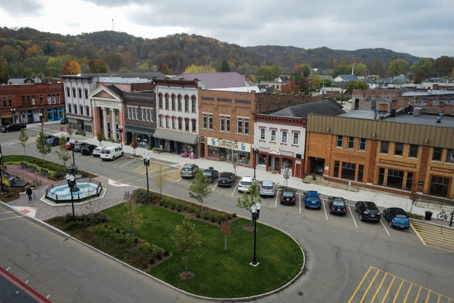 Nelsonville's town square as it appeared in October. A Nelsonville police officer was killed in a three-car crash Tuesday afternoon while responding to a report of gunfire in the Athens County town.