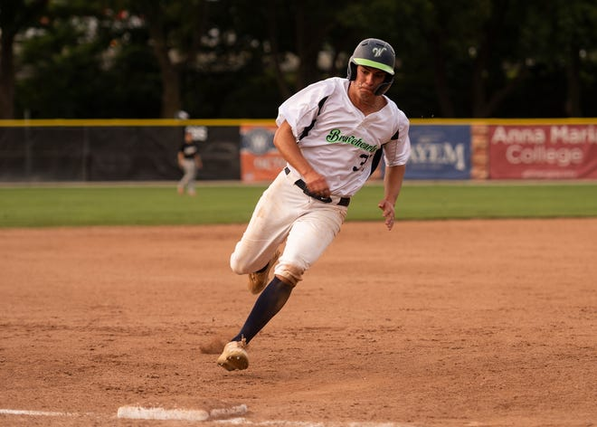 The Bravehearts' Mark Darakjy was 3 for 3 with a double and three RBIs as Worcester won the second game of a doubleheader at Brockton on Sunday.