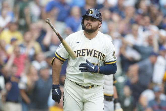 Rowdy Tellez flips his bat aside after belting a go-ahead three-run homer for the Brewers during the seventh inning against the Pirates on Wednesday.