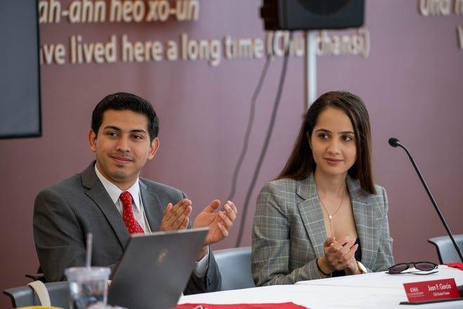 Representantes estudiantiles en las juntas directivas de CSU  Juan F. Garcia and Maryana Khames visitan Fresno State University durante una junta de la asociación de gobierno estudiantil en noviembre de 2019.