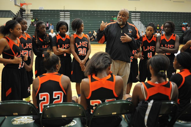 Leesburg head coach Mark Oates talks to his team between the first and second quarters against Lake Minneola during 2013 game at Lake Minneola High School. [DAILY COMMERCIAL / FILE]