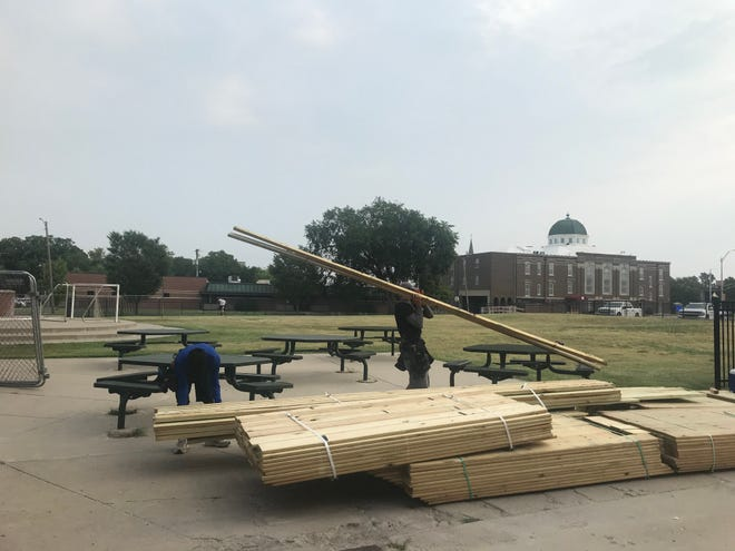 Construction of a temporary sidewalk designed to give students at Santa Fe 5/6 Center access to the building from Seventh Street, without using the  currently closed sidewalk in front of Lindley Hall, began Aug. 5.