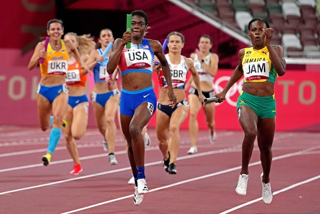 \Wadeline Jonathas in the women's 4x400 relay round 1 during the Tokyo 2020 Olympic Summer Games at Olympic Stadium.