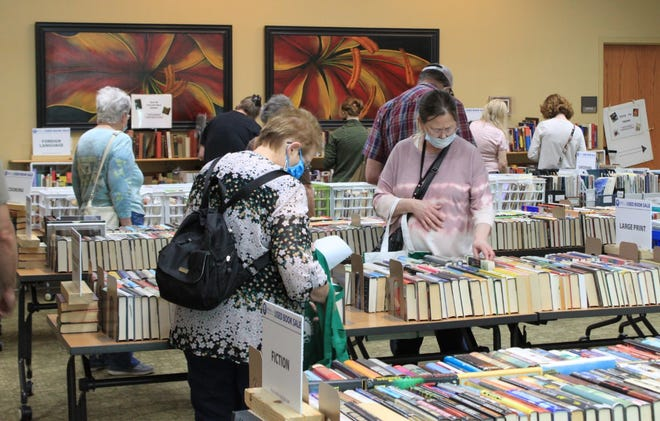 Donald W. Reynolds Library Serving Baxter County patrons shop at the May 2021 Friends of the Library Used Book Sale.