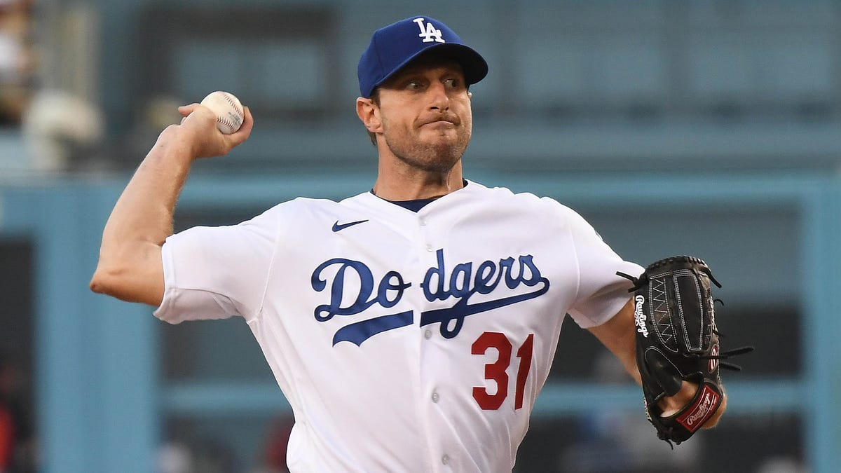 Opinion: Max Scherzer lives up to the hype, helps Dodgers defeat Houston Astros in LA debut