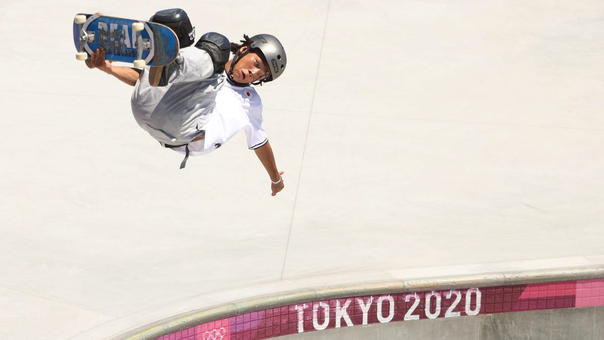 Winter Olympic medalist Ayumu Hiran challenges himself to compete in skateboarding in Tokyo