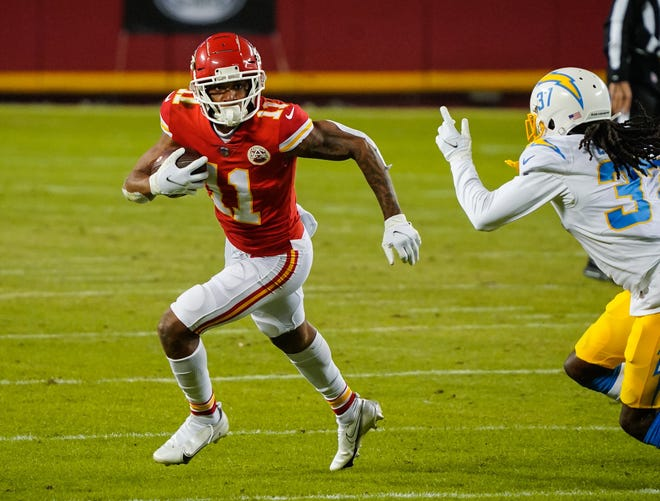 Demarcus Robinson (11) has an opportunity to become the Kansas City Chiefs' No. 2 wide receiver behind Tyreek Hill.