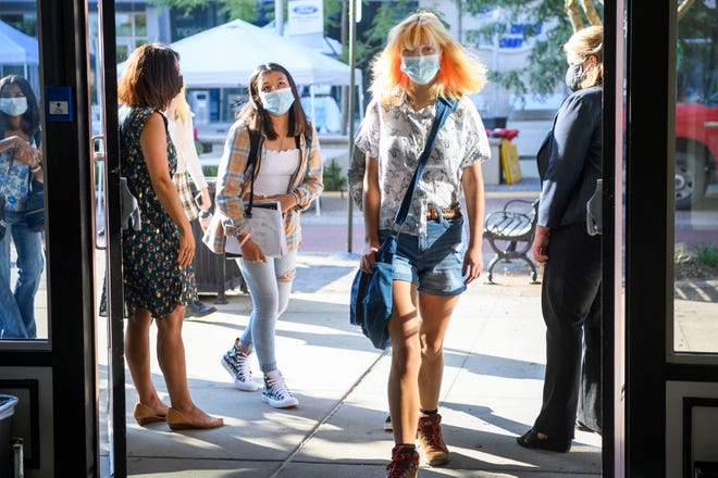 Signature School students enter wearing masks as they arrive for the first day of classes in Downtown Evansville, Ind., on Aug. 4, 2021.