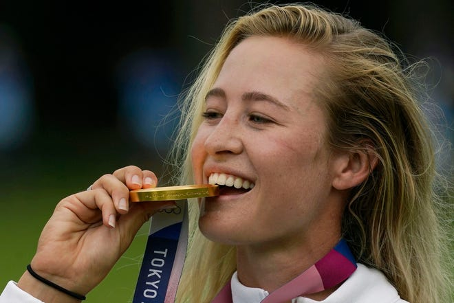 Aug 7, 2021; Tokyo, Japan; Nelly Korda (USA) celebrates with her gold medal on the podium after the final round of the women's individual stroke play of the Tokyo 2020 Olympic Summer Games at Kasumigaseki Country Club. Mandatory Credit: Michael Madrid-USA TODAY Sports