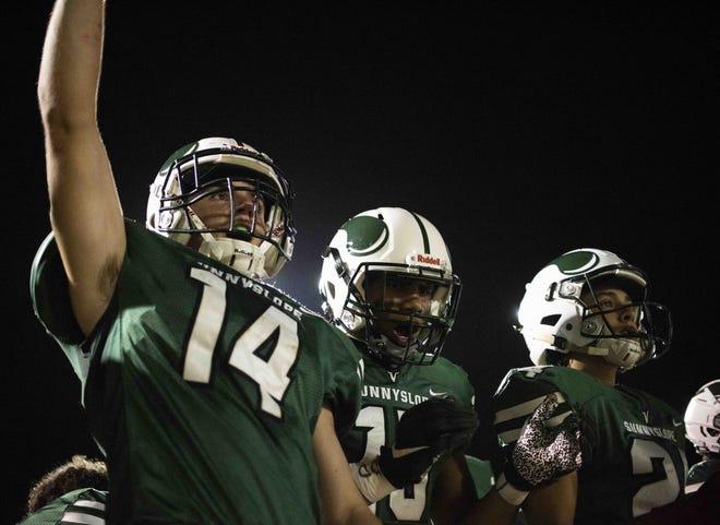 Nov. 5, 2020; Phoenix, AZ, USA; Sunnyslope's Sam Woznicki (14) cheers on his team  at Sunnyslope High School. Credit: Meg Potter/The Arizona Republic