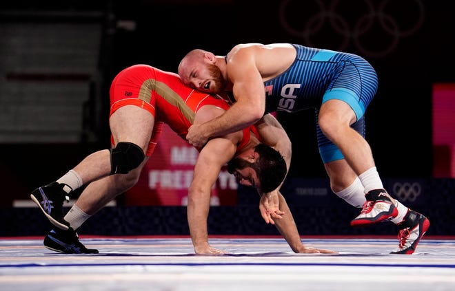 American Kyle Snyder won silver after losing to Abdulrashid Sadulaev of Russia in the men's freestyle 97kg final.