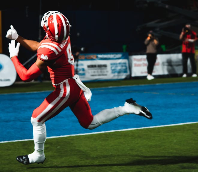 Santa Ana (Calif.) Mater Dei wide receiver standout C.J. Williams verbally committed to Notre Dame on Sunday, Aug. 8, 2021.