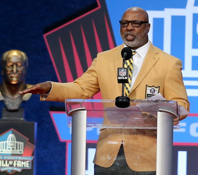 Donnie Shell was enshrined in the Pro Football Hall of Fame at Tom Benson Hall of Fame Stadium on Saturday, August 7, 2021 .Shell was presented by daughter April Shell.