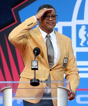 Steve Atwater was enshrined in the Pro Football Hall of Fame at Tom Benson Hall of Fame Stadium on Saturday, August 7, 2021. Atwater was presented by Broncos teammate Dennis Smith.