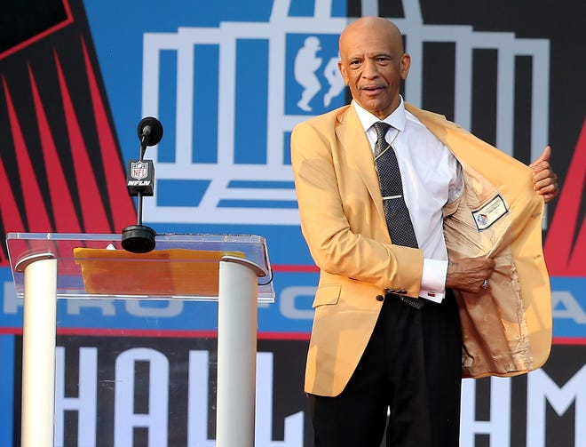 Drew Pearson was enshrined in the Pro Football Hall of Fame at Tom Benson Hall of Fame Stadium on Saturday, August 7, 2021. Pearson was presented by Cowboys quarterback Roger Staubach.