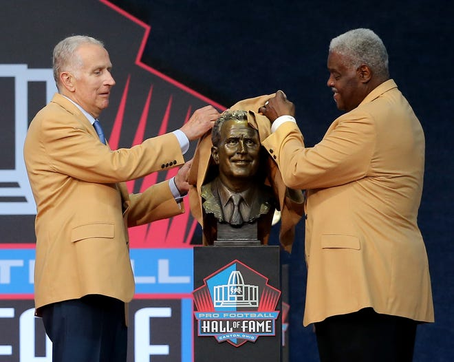 Paul Tagliabue was enshrined in the Pro Football Hall of Fame at Tom Benson Hall of Fame Stadium on Saturday, August 7, 2021. Tagliabue was presented by friend Art Shell.