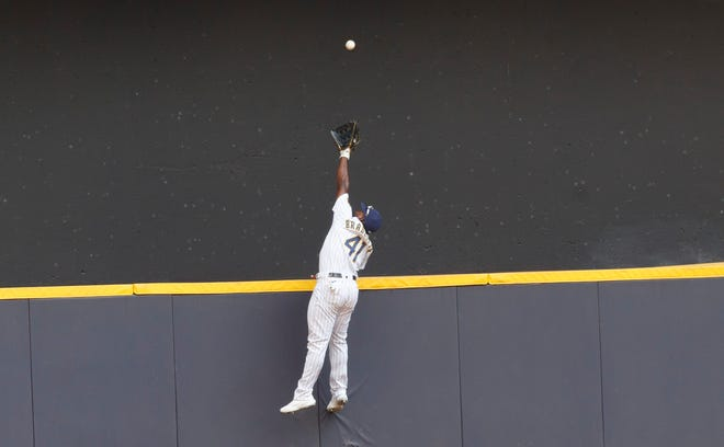 Brewers centerfielder Jackie Bradley Jr. makes a leaping attempt but can't quite reach the two-run home run off the bat of the Giants' Brandon Belt in the seventh inning.