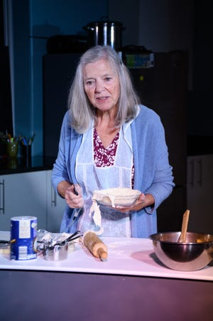 """Anne McEvoy stars in the one-woman show """"Apples in Winter"""" in Akron through Aug. 21."""