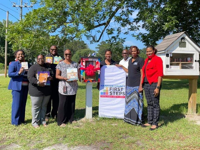 Hampton County First Steps recently presented a Little Free Library to the Town of Yemassee. Pictured are: Dwana Doctor (HCFS Executive Director), Stephanie Mikell (Chief Alexander Representative); Board Members: Valaree Smith (Chairperson), Jeremy Dunbar, Bettye Bostick, Alanna Hollingsworth.