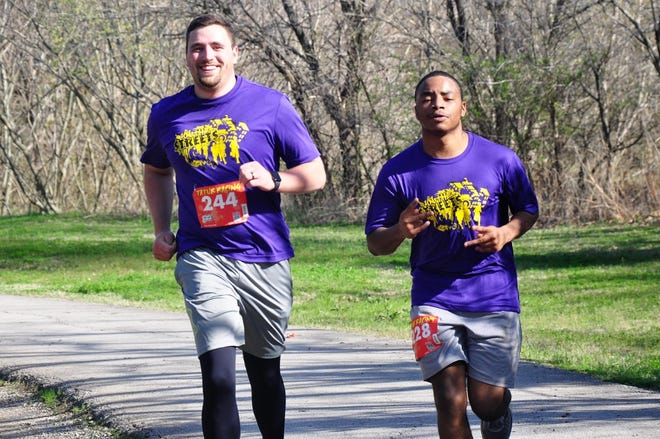 Aaron Gleason, left, a mentor in the Run the Streets program, trains with Dejuan Nofsinger.
