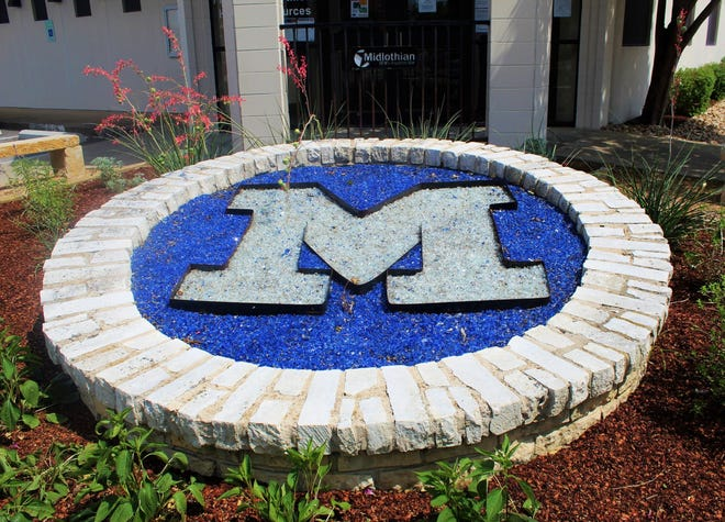 The letter M is displayed outside Midlothian City Hall at 104 West Avenue E.