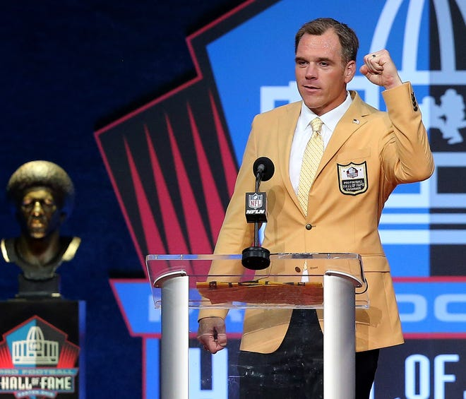 Alan Faneca was enshrined in the Pro Football Hall of Fame at Tom Benson Hall of Fame Stadium on Sunday, August 8, 2021. Faneca was presented by Steelers teammate Hines Ward.