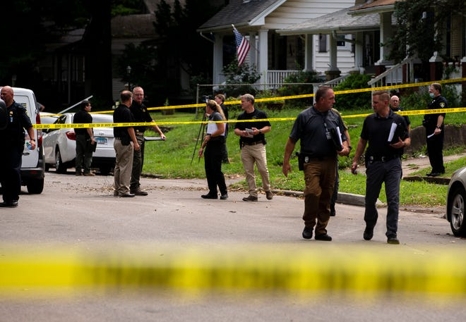 """The Springfield Police Dept. investigate a homicide involving """"multiple victims"""" in the 2500 block of South 10th Street in Springfield, Ill., Monday, August 9, 2021. [Justin L. Fowler/The State Journal-Register]"""