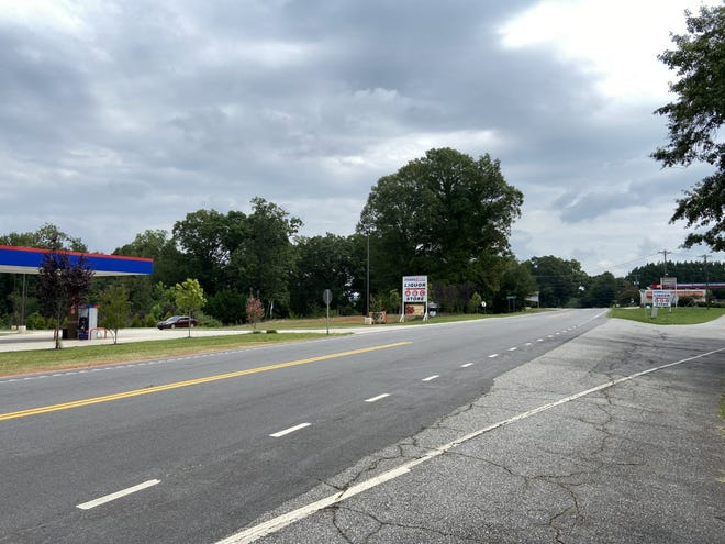 Shenandoah Growers will be building a 100,000 square foot indoor produce and herb growing facility near this site on US 29 in Anderson County.
