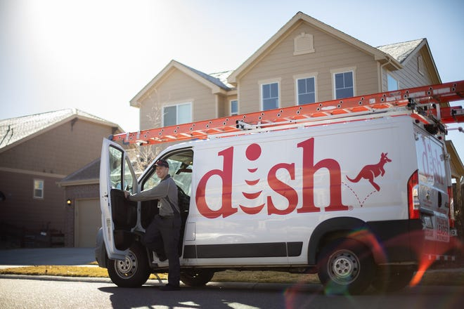 A dispute betweensatellite TV provider Dish and media company Sinclair could result in about 100 TV stations being removed from the pay TV service.
