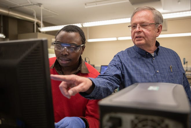 Dr. Jay A. Switzer (right) works with a graduate student in an S&T lab in 2019. Photo by Andrew Layton, Missouri S&T.