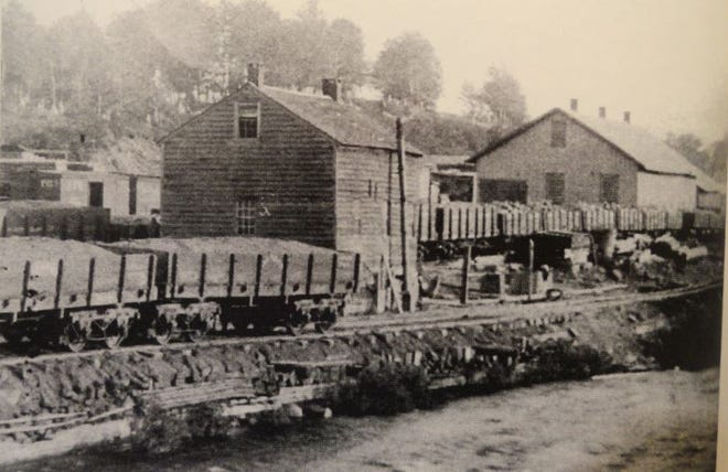D&H railroad car repair yard, Carbondale, Pa., prior to 1889. Maplewood Cemetery is seen in back. The Ontario & Western Railway later built its line into the bank between the D&H tracks and the cemetery. /The Pioneer City