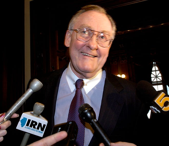"""In this Nov. 10, 2004 file photo, attorney and former Illinois Gov. James Thompson is surrounded by reporters at the Illinois Supreme Court in Springfield.   Thompson, 84, known as """"Big Jim"""" during a long career that eventually made him the state's longest-serving chief executive, died Aug. 14, 2020, at the Shirley Ryan AbilityLab in Chicago."""