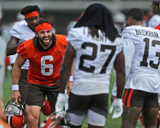 Browns quarterback Baker Mayfield (6) has a full arsenal of weapons to use on offense in 2021, including running back Kareem Hunt (27) and wide receiver Odell Beckham Jr. (13). [Jeff Lange/Beacon Journal]