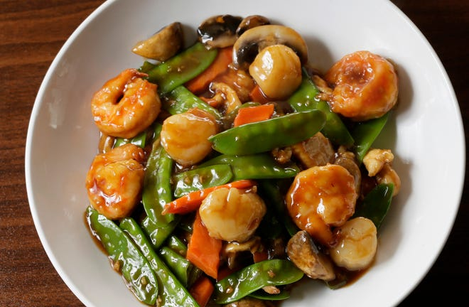 A dish of shrimp, scallops, mushrooms, carrots and snow peas at Xin Wei Kitchen, a Sichuan restaurant on the Northwest Side off West Henderson Road.