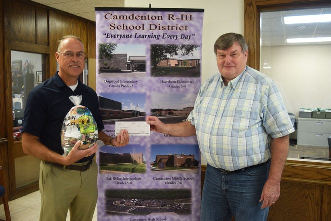 Pictured left to right: Camdenton R-III School District Superintendent Dr. Tim Hadfield along with FCS Financial Vice President Roger Ash.