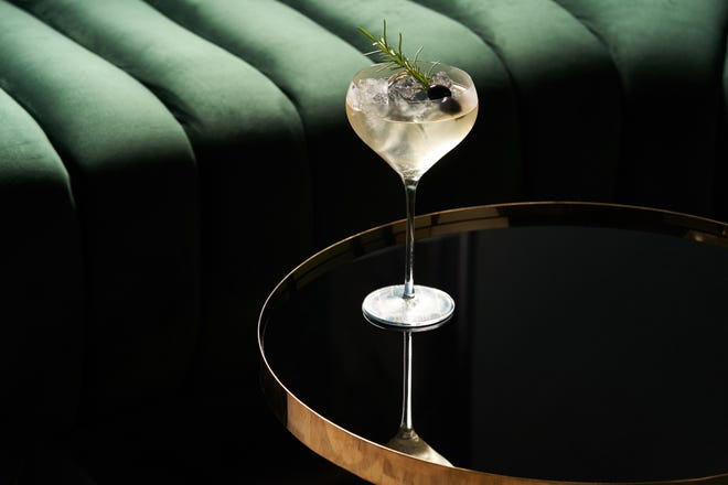 The unique, featured botanicals of Roku gin do not overwhelm the traditional but let them shine in harmonious counterpoint.