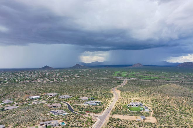 A thunderstorm moves over north Scottsdale on Aug. 11, 2021.